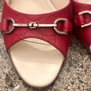 GUCCI  Signature Slip On Heels in Cranberry